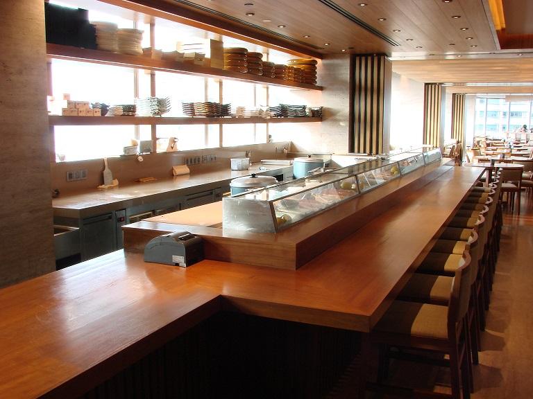 この画像には alt 属性が指定されておらず、ファイル名は Nobu-sushi-bar-1.jpg です