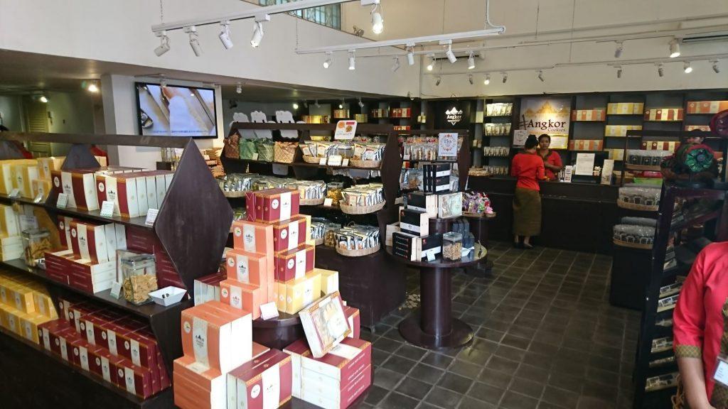 シエムレアップで人気のお土産、アンコールクッキーのショップ。