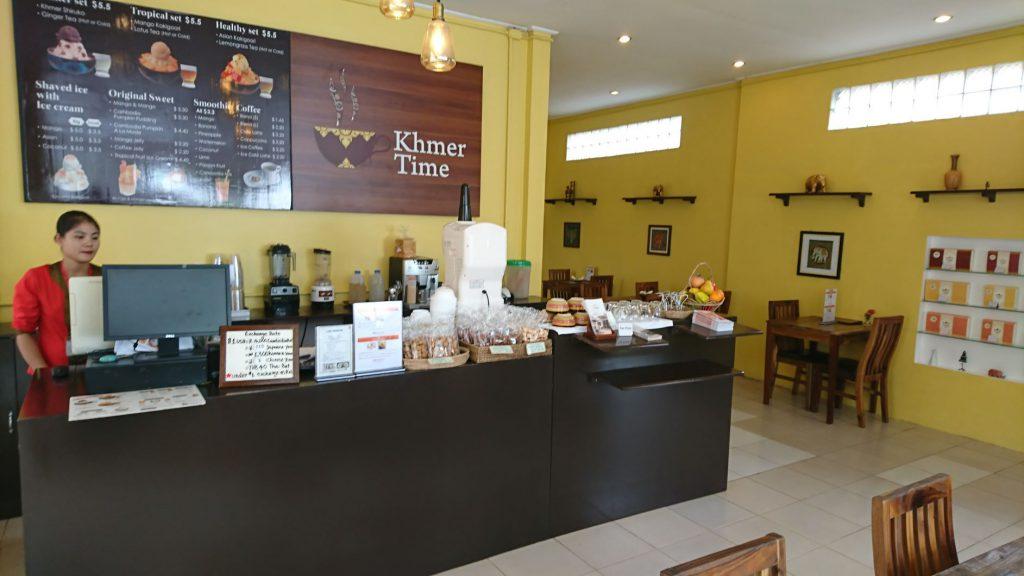 アンコールクッキーショップに併設のカフェ・クメールタイム。マンゴーかき氷やシェークが人気。